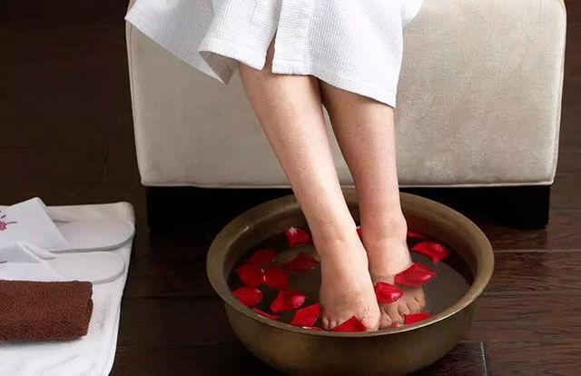 女人痛经用什么药泡脚
