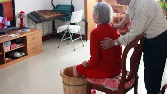 老年人用什么中药泡脚比较好