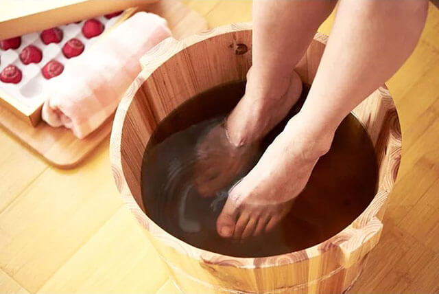 泡脚粉好还是中药足浴包好