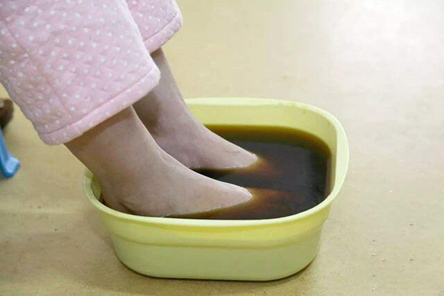 产后多久能用艾叶泡脚