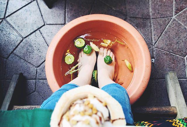 女人用生姜泡脚的好处