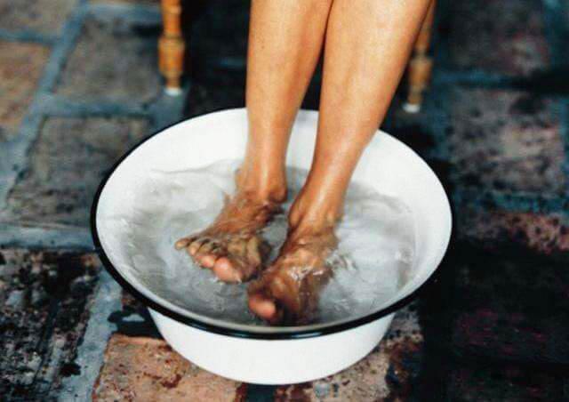 热水泡脚的功效与作用