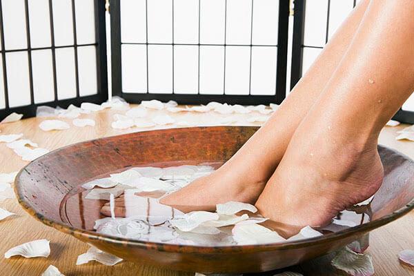 热水泡脚有什么好处