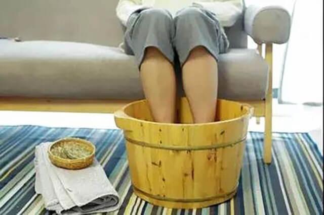 用艾草泡脚能去湿气吗