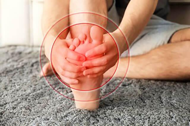 用什么泡脚可以治脚气