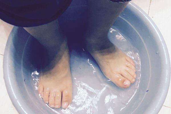 用盐水泡脚有什么好处