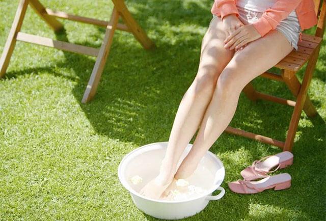 女生夏天可以泡脚吗