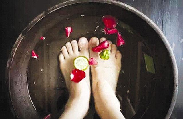 夏天泡脚用什么足浴药好点