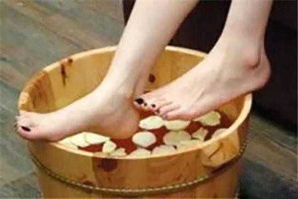 夏天适合泡脚吗