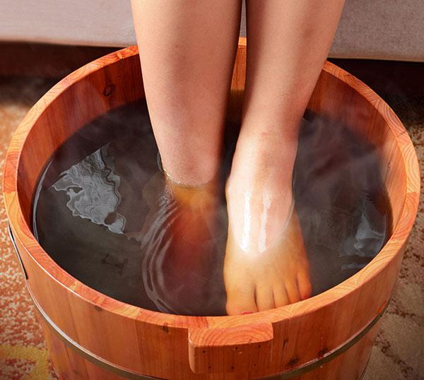 泡脚时出汗好还是不出汗好呢